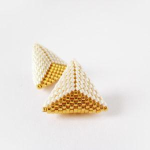 orecchini bicolore panna oro a forma di triangolo
